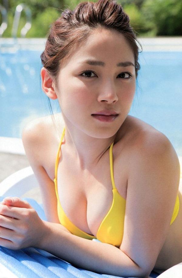 吉川友の美人セクシー画像1
