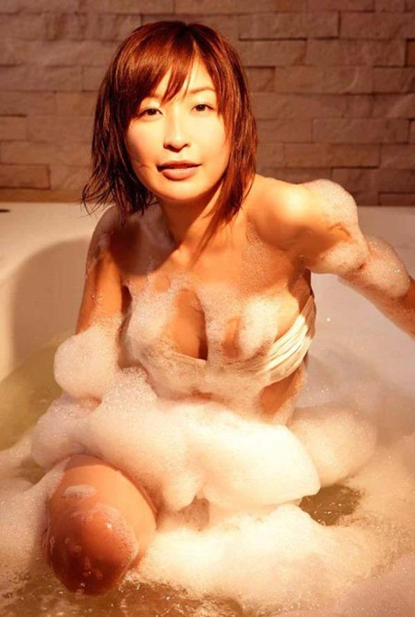 小野真弓の風呂上りヌード画像1