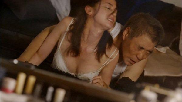 尾野真千子の乳首おっぱい画像1