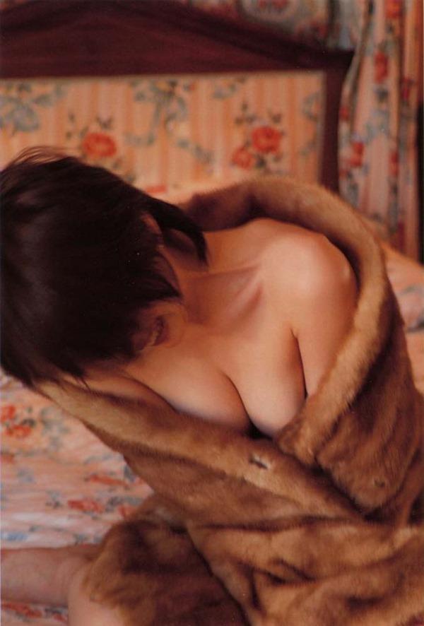 奥菜恵の美乳ヌード画像1