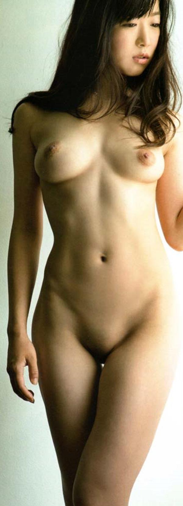 佐々木心音の乳首見え巨乳おっぱい全裸ヌード画像1