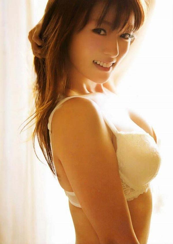 深田恭子のハミ乳ハミ尻な透け下着巨乳おっぱい画像1