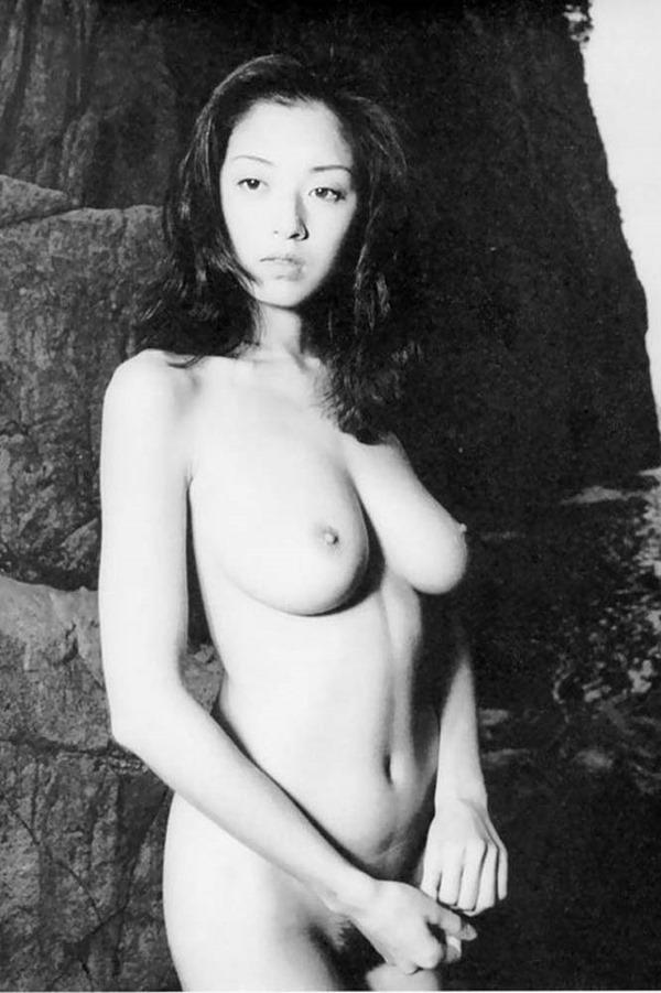 高岡早紀の巨乳おっぱい乳首ヌード画像1