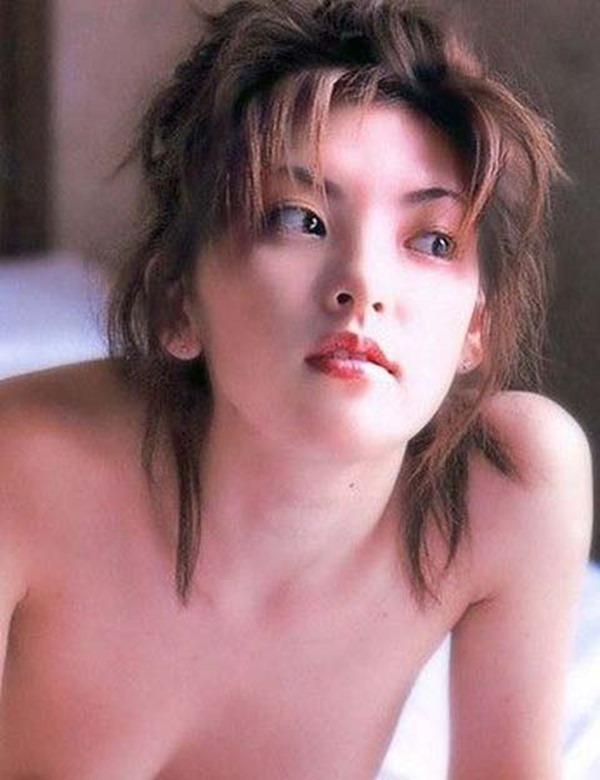 田中麗奈の入浴シーン胸の谷間グラビア乳画像1