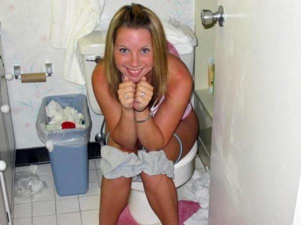 外人がトイレしてる姿の写真撮影エロ画像1