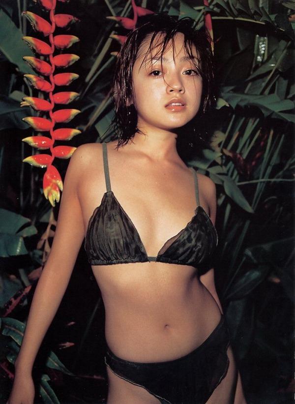 安達祐実の乳首ヌード画像20