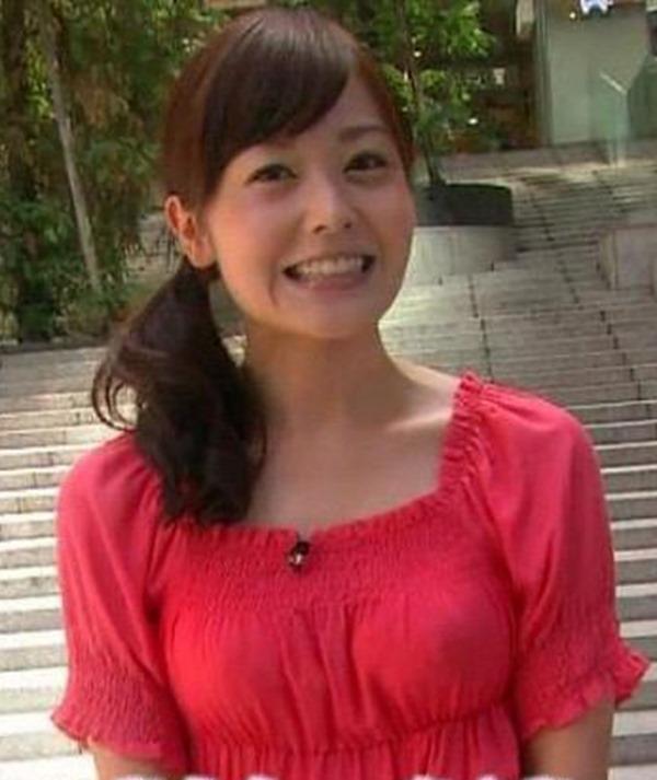 水ト麻美アナのパンチラ胸チラ画像20