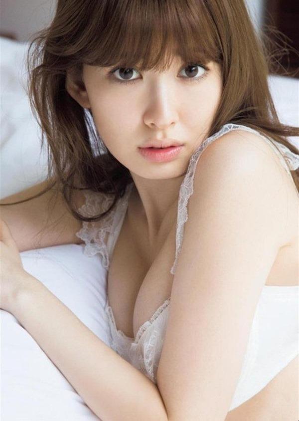 小嶋陽菜手ブラ・ヌード画像21