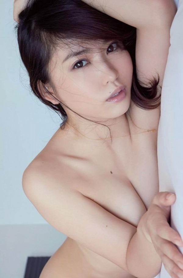 市川由衣の乳首出しヌード画像21