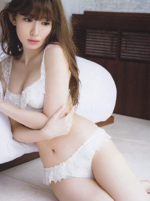 小嶋陽菜手ブラ・ヌード画像22