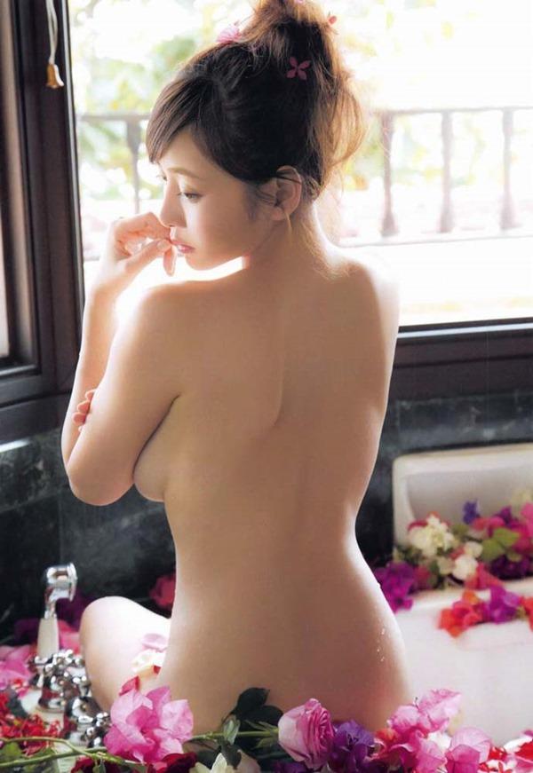 杉原杏璃のグラビア・チラ乳首セミヌード巨乳画像22