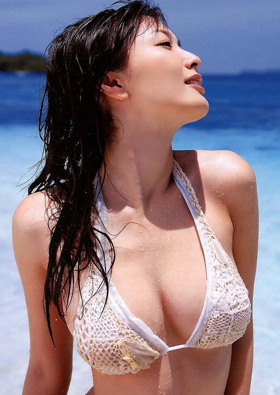 (綾瀬はるかの濡れ場ぬーど)ビキニから零れた美巨乳お乳写真タイトワンピムービー