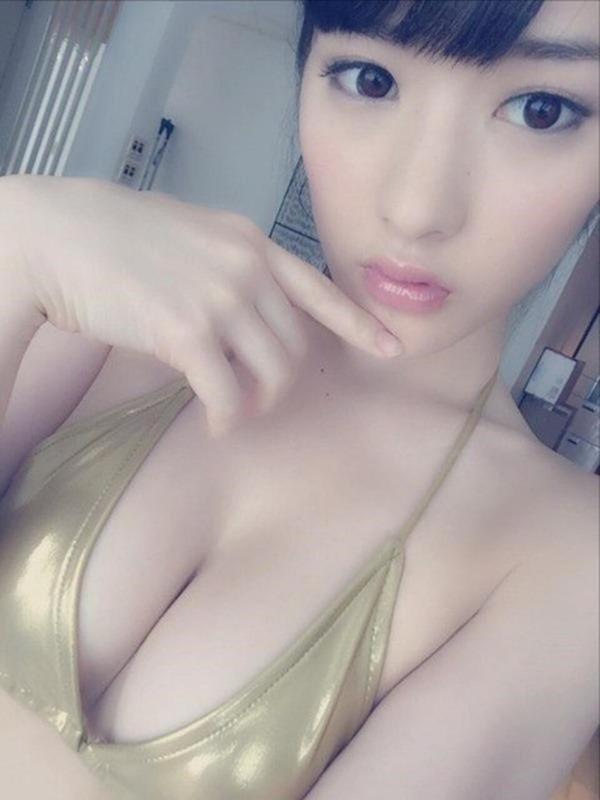 仮面女子の神谷えりな巨乳画像2