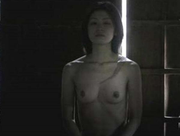 尾野真千子の乳首おっぱい画像2
