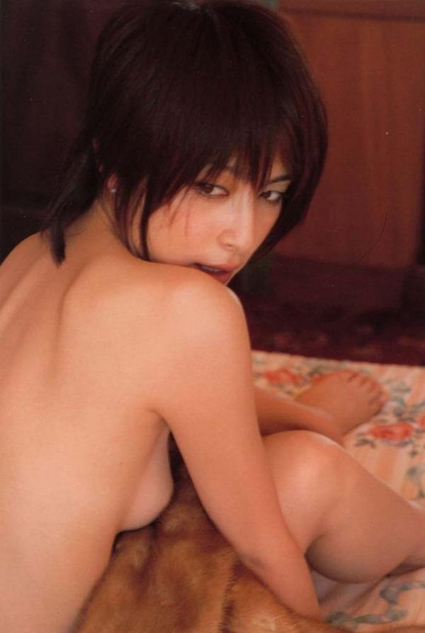 奥菜恵の美乳ヌード画像2