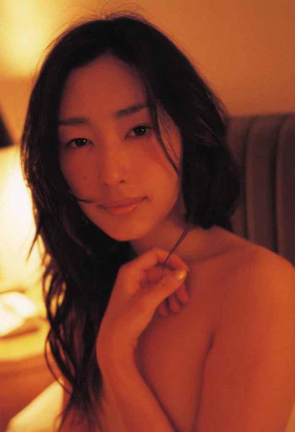 木村多江のセミヌード全裸入浴画像2