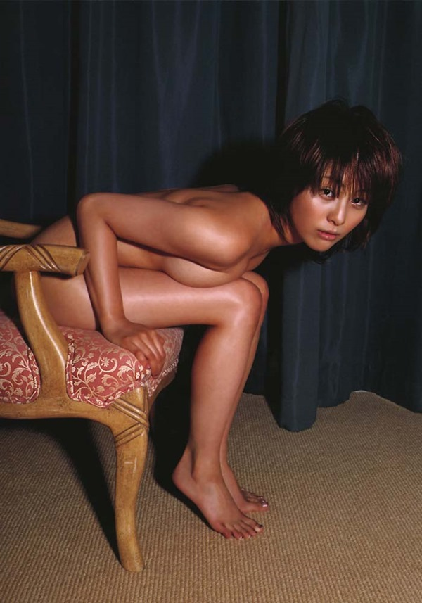 熊切あさ美の全裸ヌード画像2