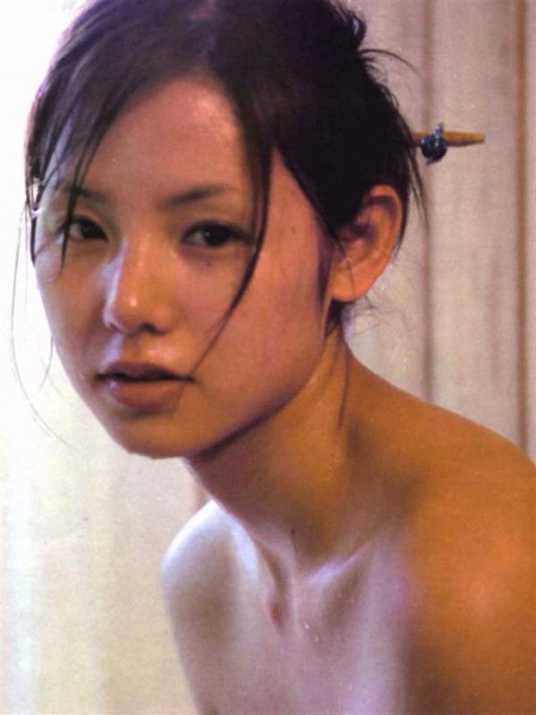 小西真奈美の全裸入浴ヌード画像2