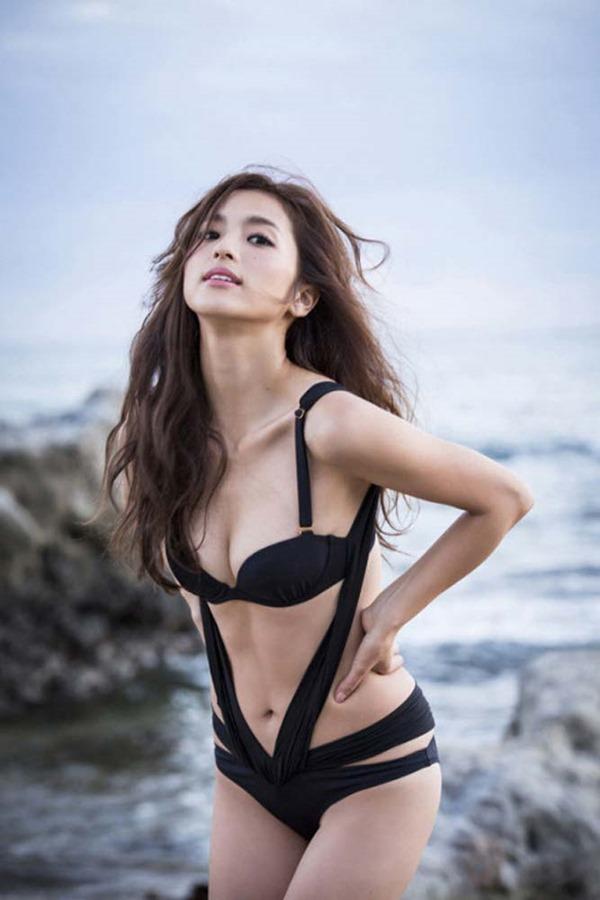 中村アンのセクシー巨乳グラビア水着画像2
