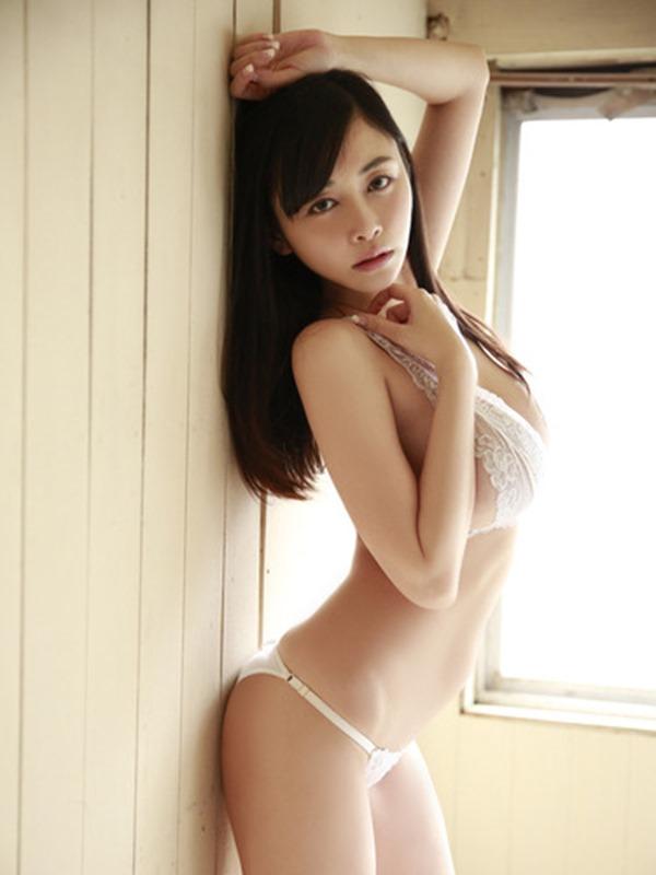 杉原杏璃のエッろい巨乳おっぱいグラビア水着画像2