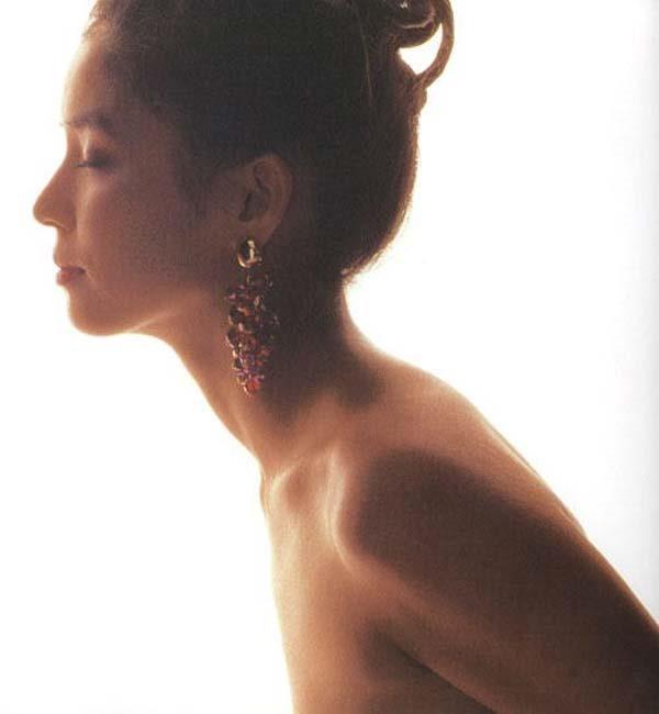 石田ゆり子の上半身ヌード画像3