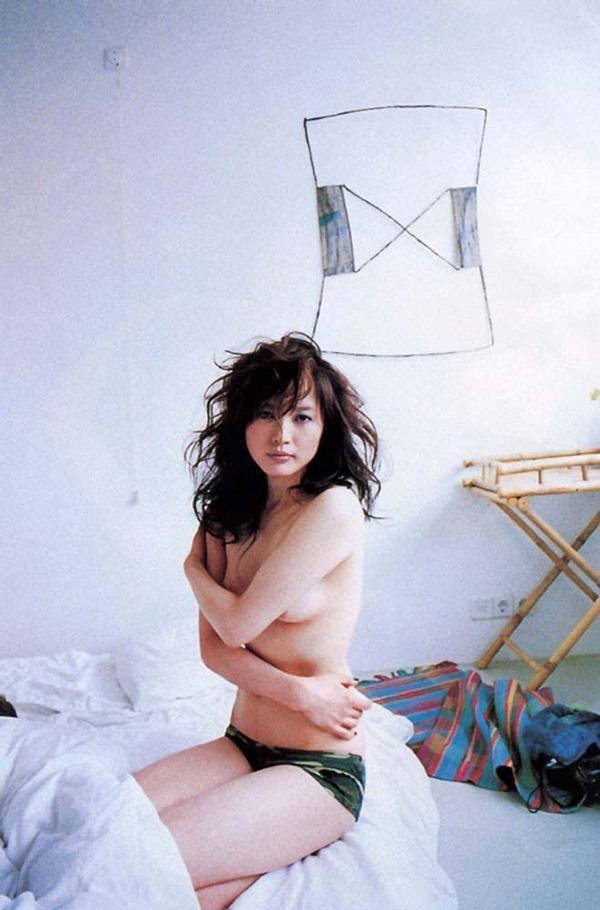 三浦理恵子の乳首見えヌード画像3
