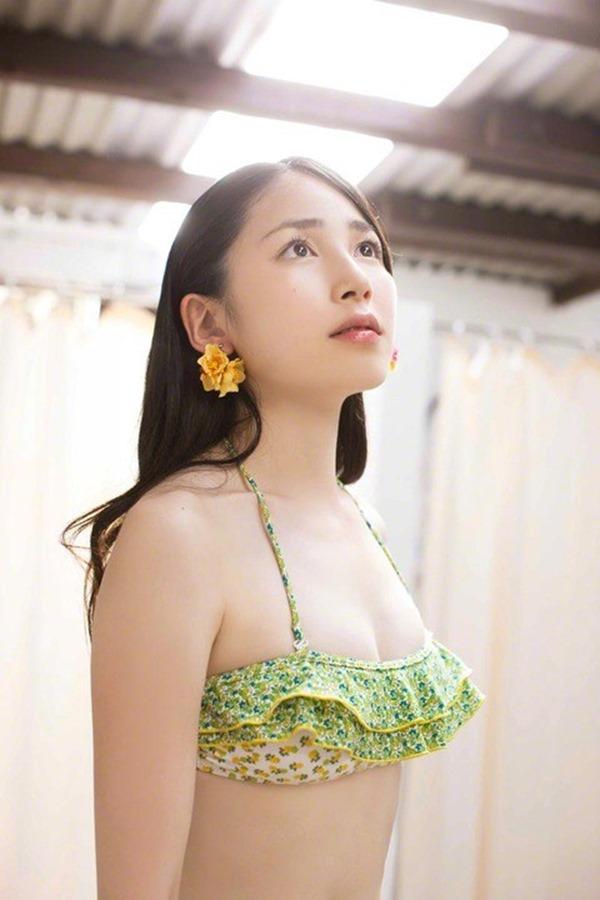 吉川友の美人セクシー画像3