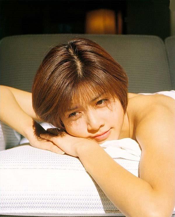 内田有紀の全裸ベッドシーン画像3