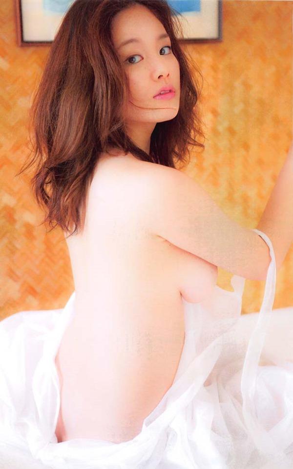 筧美和子の横乳セミヌード乳首ボッチ画像3