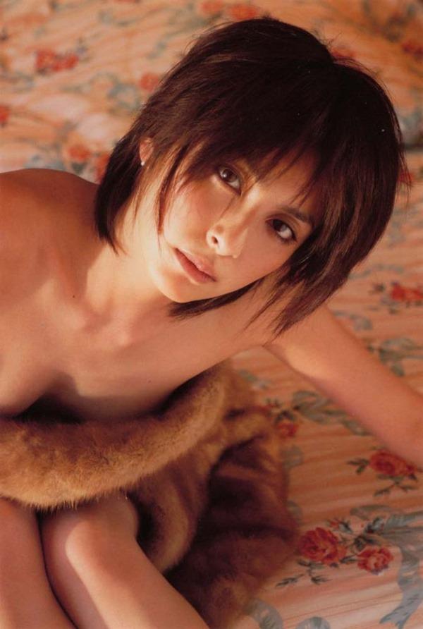 奥菜恵の美乳ヌード画像3