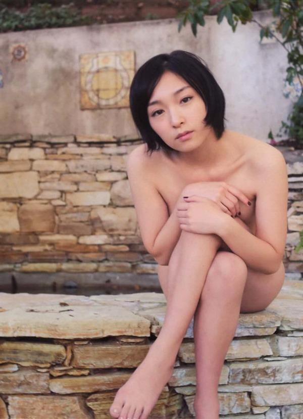 加護亜依の手ブラおっぱい全裸ヌード画像3