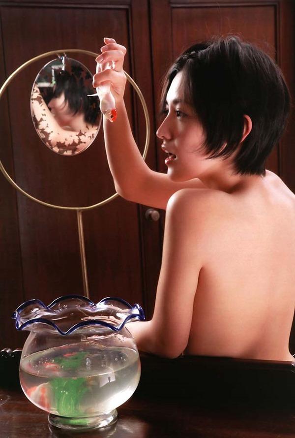 星野真里の乳首ちっぱい美乳ヌード画像3