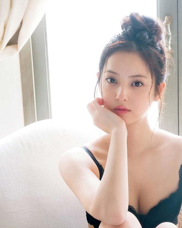 佐々木希の過激セクシー下着画像3