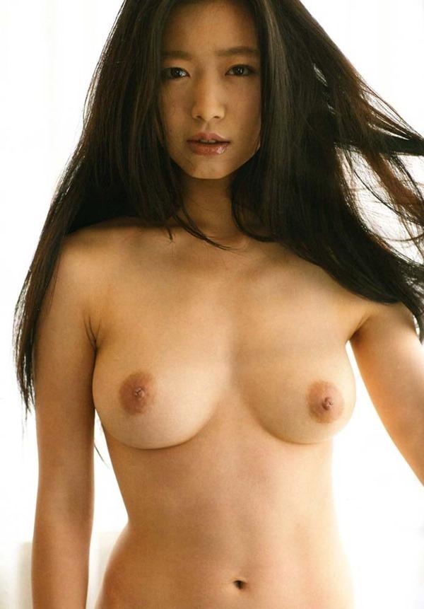佐々木心音の乳首見え巨乳おっぱい全裸ヌード画像3