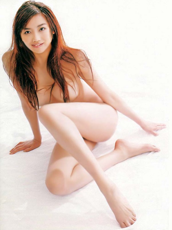 佐藤江梨子の巨乳おっぱい手ブラヌード画像3