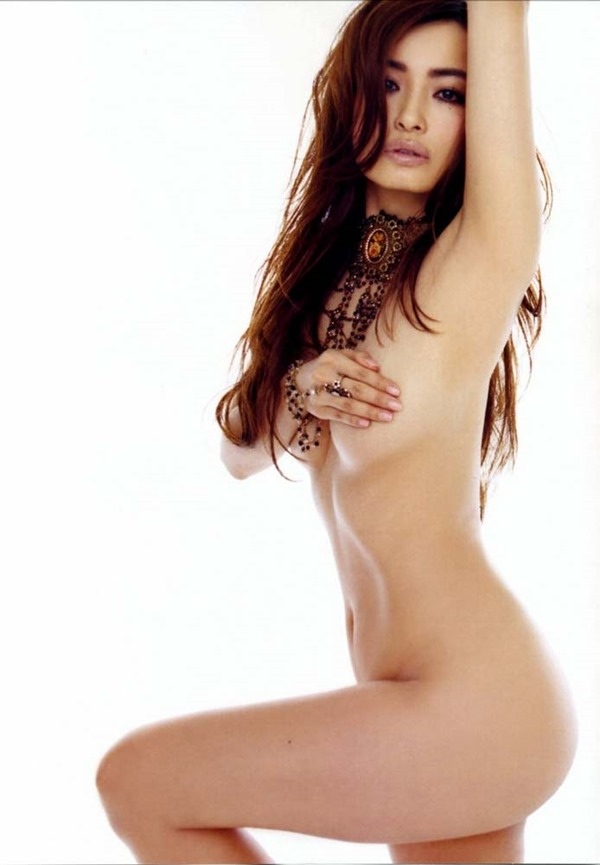 平子理沙の乳首出し手ブラ画像3