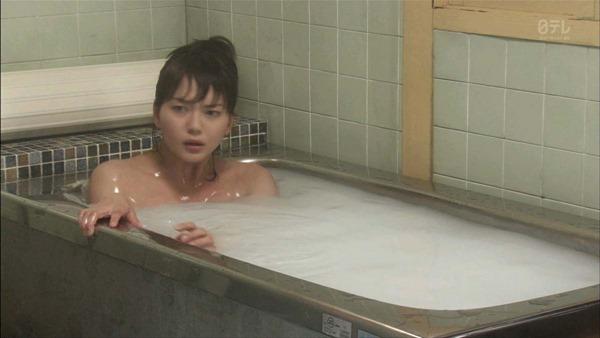 多部未華子の入浴シーンお色気エロキャプ画像3