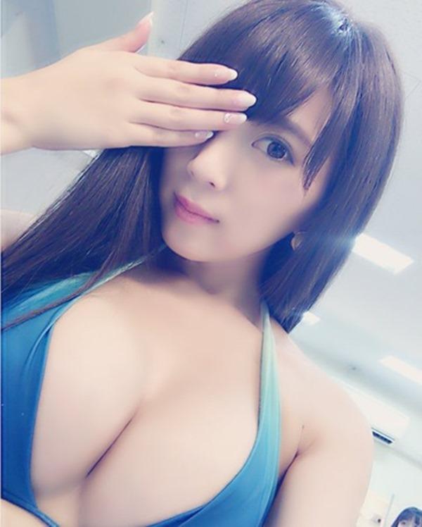 森咲智美の自撮り巨乳おっぱいグラビア画像3