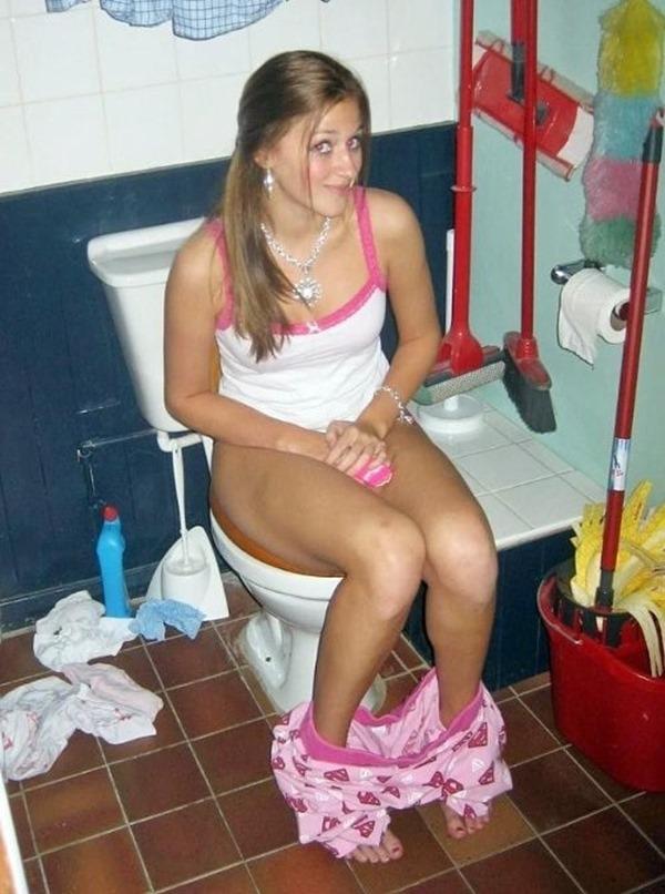外人がトイレしてる姿の写真撮影エロ画像3