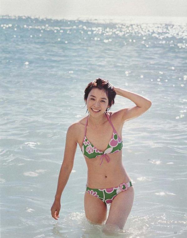 石田ゆり子の上半身ヌード画像4