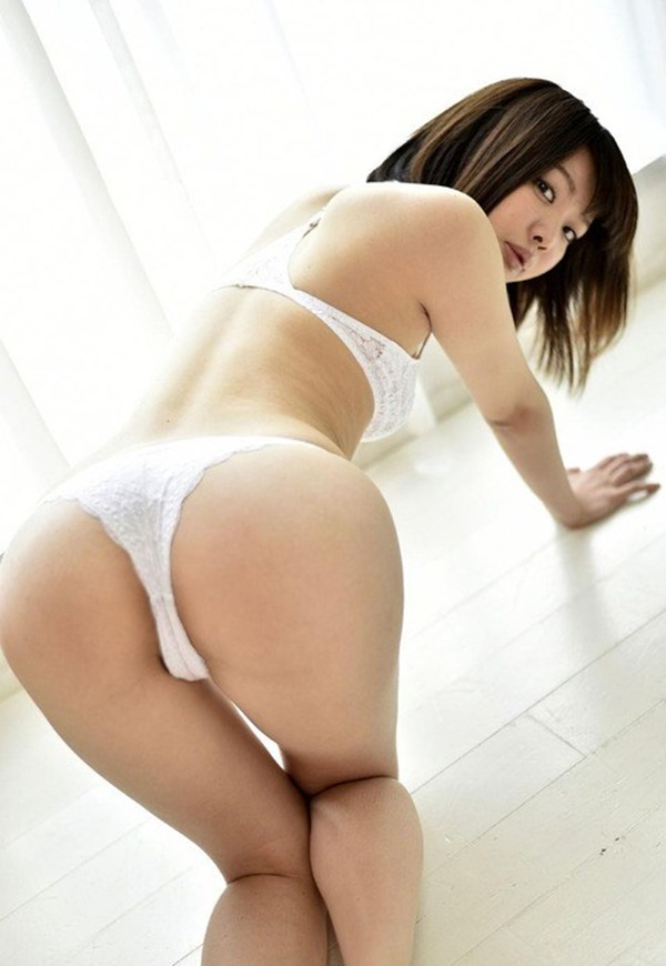桜丘ショコラの萌木七海グラビア画像4