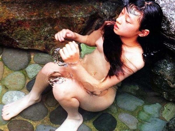 栗山千明の乳首おっぱいヘアヌード画像4