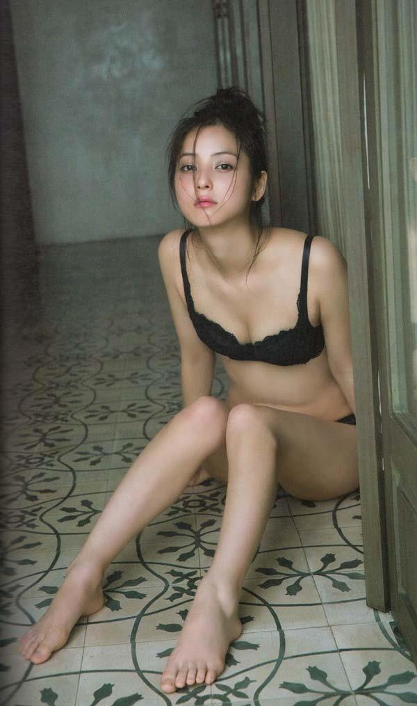 佐々木希の過激セクシー下着画像4