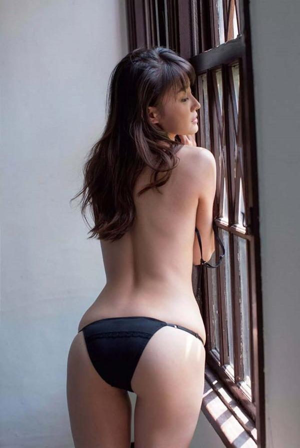 高部あいの手ブラ美乳トップレス上半身裸ヌード画像4