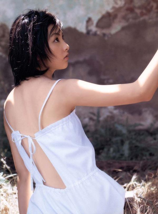 田中麗奈の入浴シーン胸の谷間グラビア乳画像4
