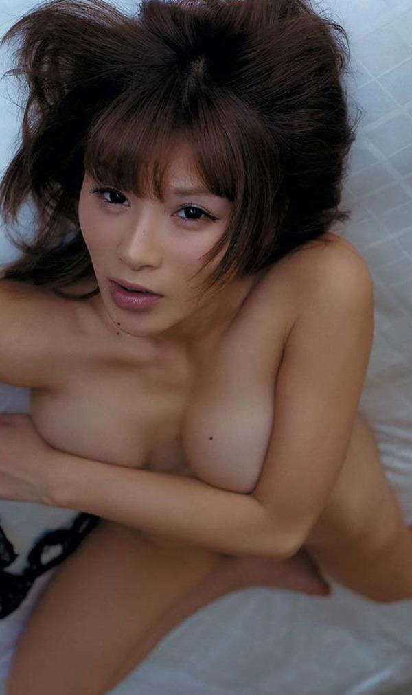 手島優のハミ乳首セミヌード画像4