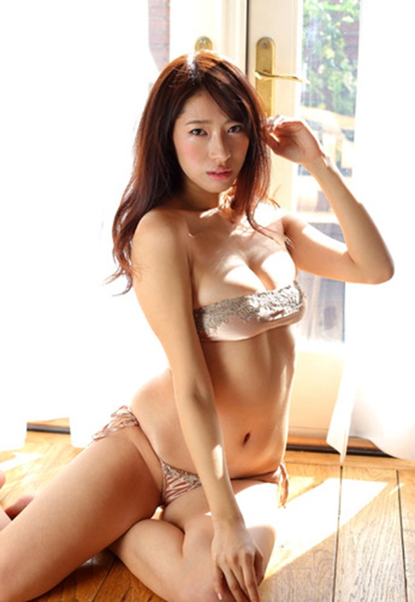 染谷有香の巨乳デカ尻グラビア水着画像4