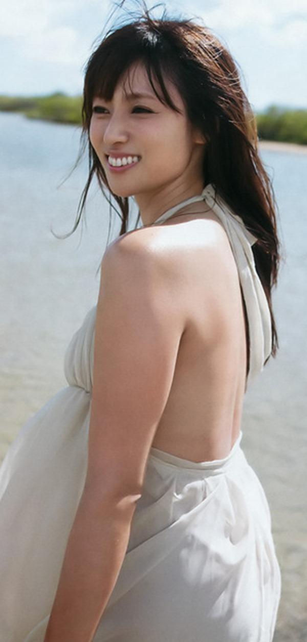 深田恭子のムッチムチな巨乳グラビア水着画像4
