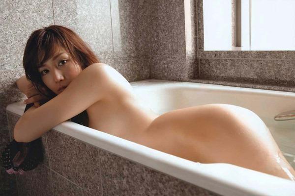 三津谷葉子の全裸ヌード画像5