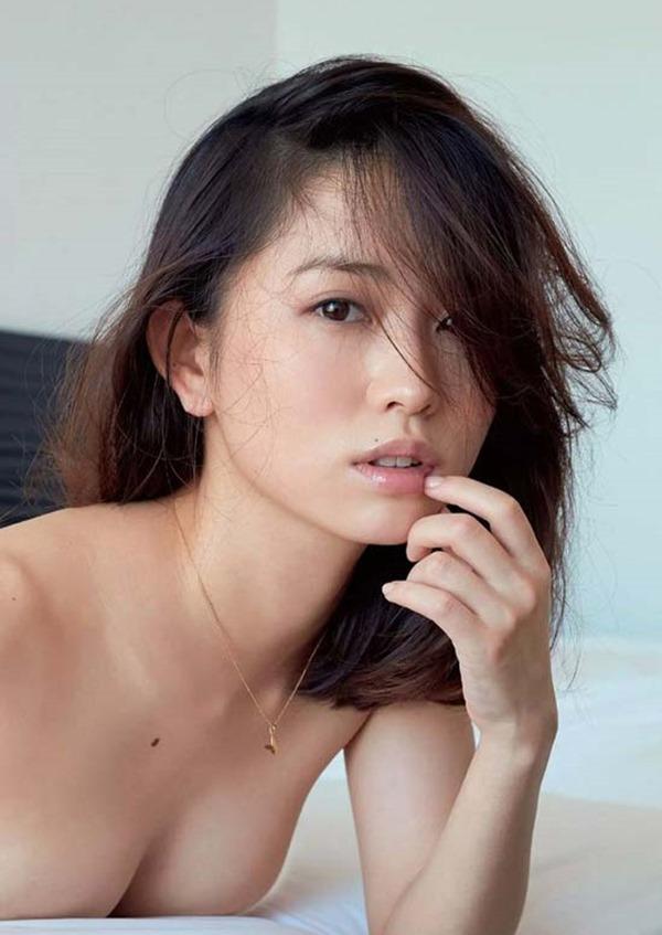 市川由衣の乳首出しヌード画像5